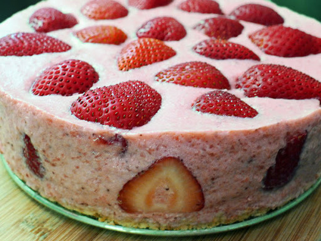 Strawberry Yogurt Cream Cake