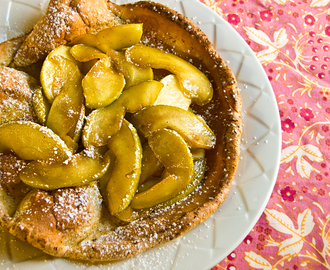 Baked Pancake with Glazed Apples