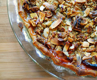 Sour Cream Nectarine Streusel Pie