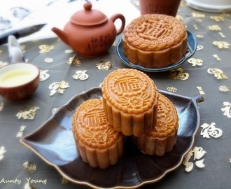 传统莲蓉月饼2018 (Traditional Lotus Seed Paste Mooncake)2018