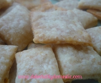 Homemade White Cheddar Cheese Crackers
