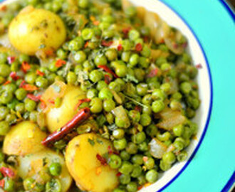 Baby Potatoes n Peas Curry : for the Lazy days