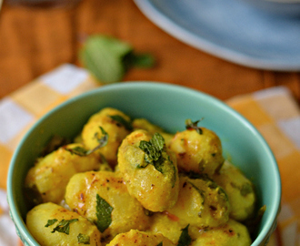 Dahi Aalu :: Baby potatoes with yoghurt and mint :: Navratri recipe :: How to make Dahi Aalu