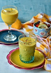 Mango Vanilla Lassi :: Mango Yoghurt Vanilla Smoothie :: Mango Recipes :: Summer drinks