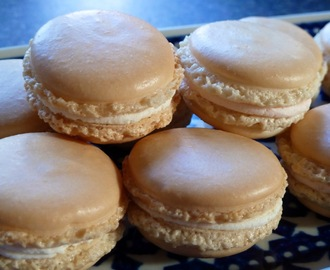 Vanilla Macaroons - Recipe and Macaroon Mat