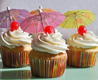 Easy Pina Colada Cupcakes {Recipe}