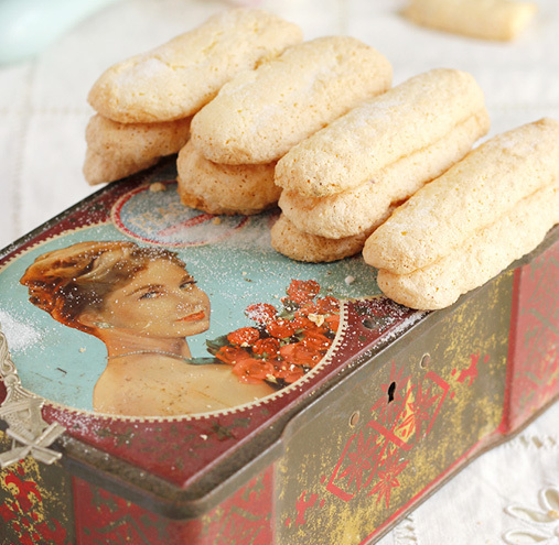 Savoiardi, ladies' fingers or langues de chat homemade