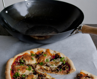 Pan pizza met champignons