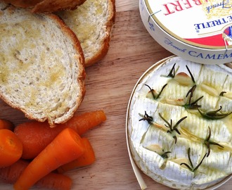 Baked Camembert with Garlic Toast