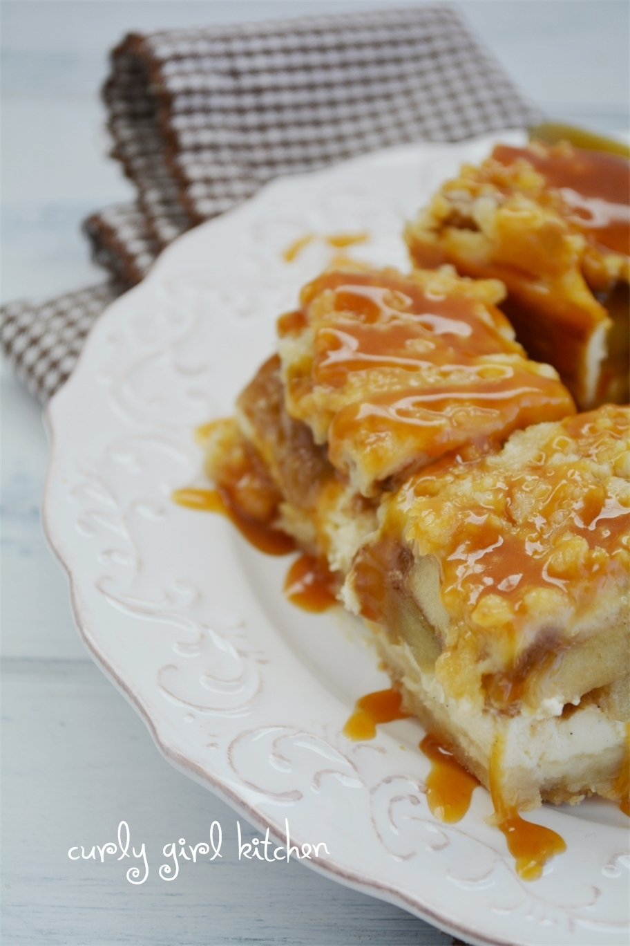 Caramel Apple Cheesecake Crumble Pie Bars