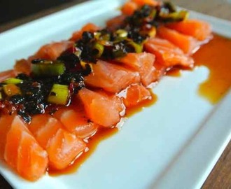 WITH LOVE FROM JAPAN: Sashimi met zeewier-azijndressing