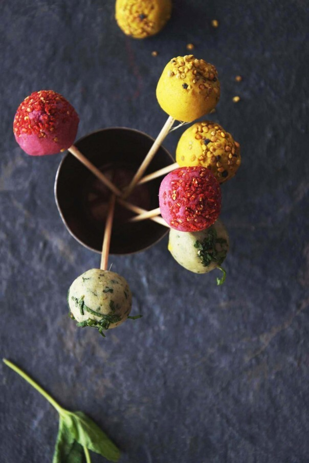 Raw Easter Cake Pops + vanilla the vamp