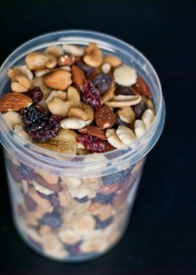 How To Make Healthy Sweet and Salty Trail Mix #SundaySupper