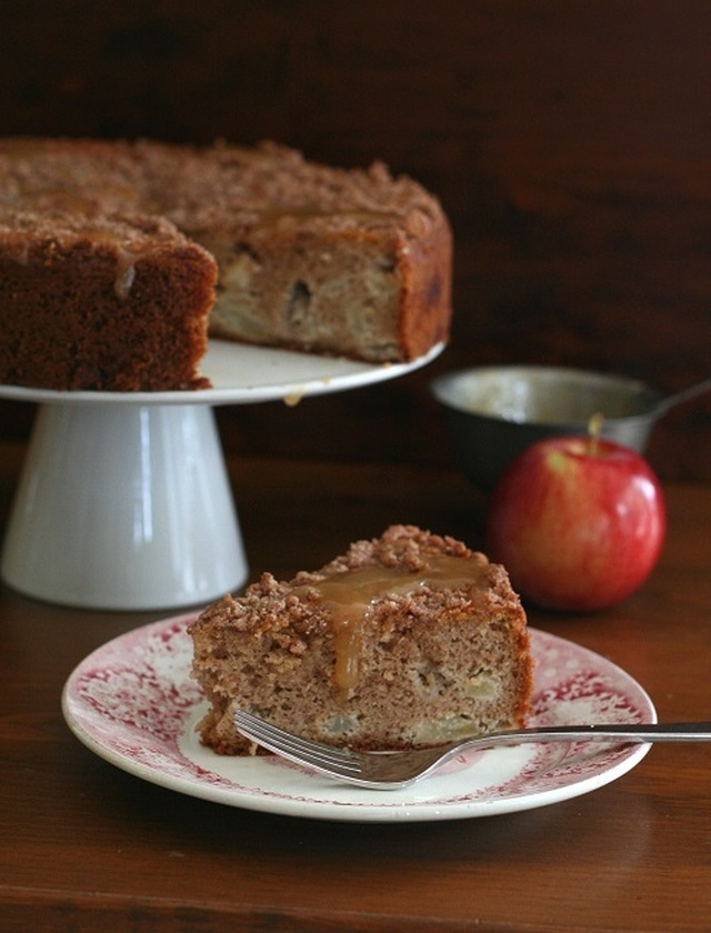Caramel Apple Coffee Cake – Low Carb and Gluten-Free