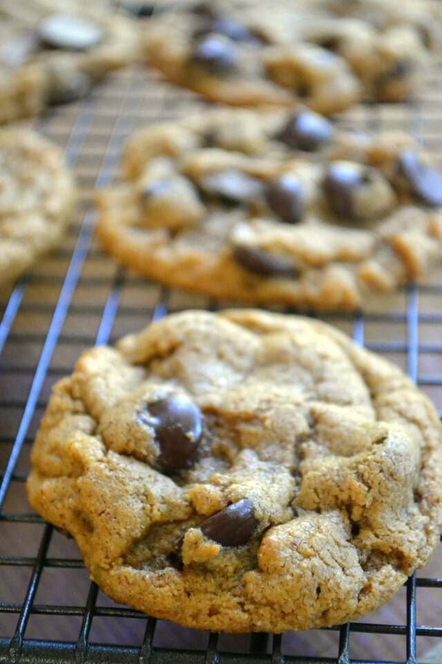 Minimal Monday:Flourless Almond Butter Chocolate Chips
