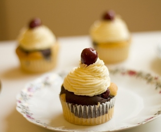 Some beautiful *Cherry Chocolate Cupcakes*  {Hmmm}