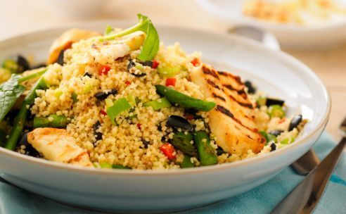 Couscous met dadels en gemarineerde kip