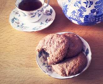 Honey and cinnamon spelt cookies