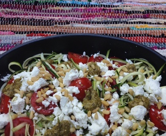 Courgetti met pesto en geitenkaas