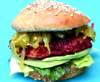 Veggie Burger with Beetroot  and Buckwheat Buns/ Rote Bete Burger mit Buchweizen Brötchen