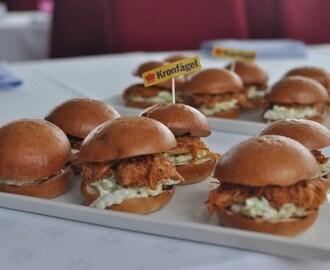 BBQ pulled chicken sliders med coleslaw