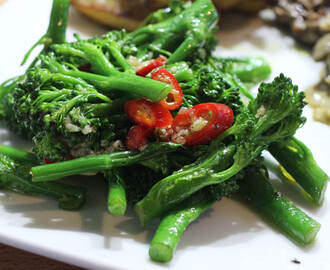 Steamed Broccoli with garlic and red chilli
