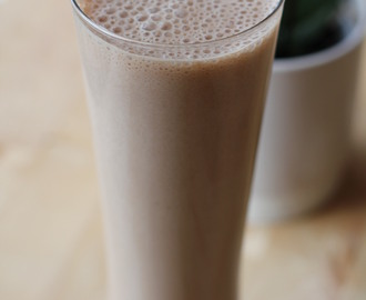 Breakfast Chocolate Banana Smoothie