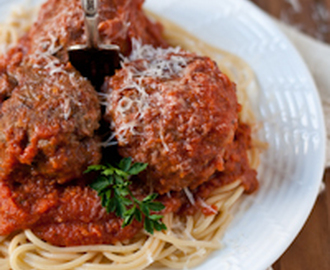 Classic Spaghetti and Meatballs with Homemade Tomato Sauce #SundaySupper #FamilyDinnerTable