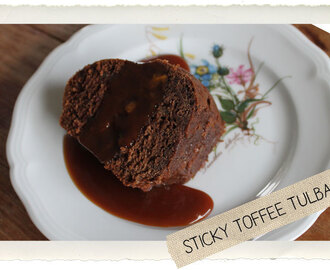 Sticky toffee tulband met zoute karamel saus