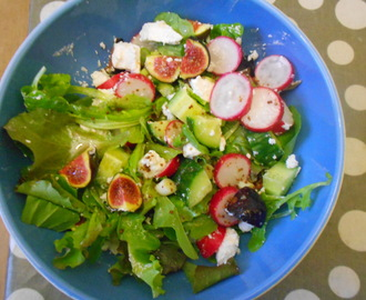 Fig and goats cheese salad with honey and mustard dressing