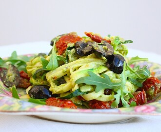 Courgette spaghetti met walnootpesto