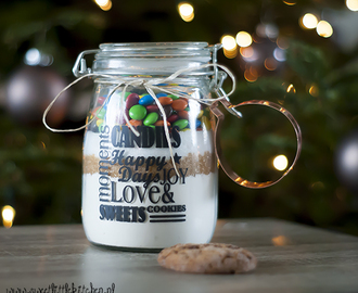 Christmas chocolate chip cookiemix in a jar