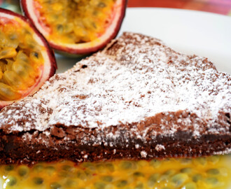 Torta morbida di cioccolato con passion fruit/Soft Chocolate Cake with Passion Fruit