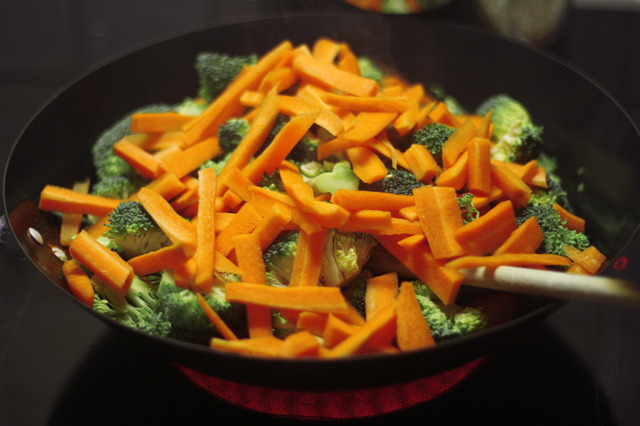 Wok with chicken, broccoli and carrots