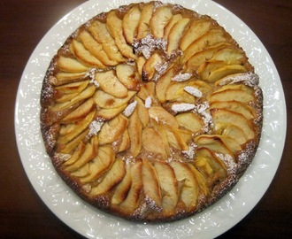Torta di mele e mandorle - Apple pie with almond