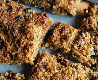 Mincemeat and cranberry flapjacks