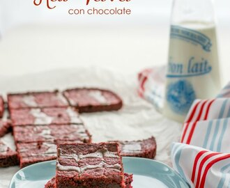 Barras de brownie Red Velvet con remolinos de chocolate