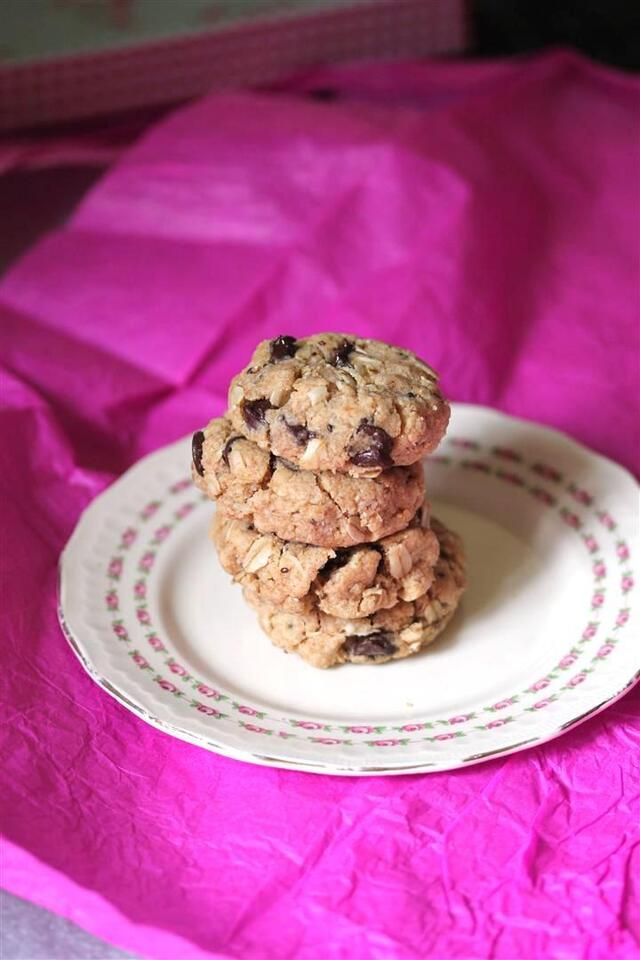 Healthy Hearty Oatmeal Chocolate Chip Cookies
