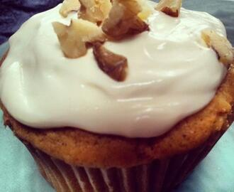 healthy carrot cake cupcakes with maple-cream cheese frosting