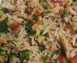 STIR FRIED RICE WITH VEGETABLES AND CASHEWS