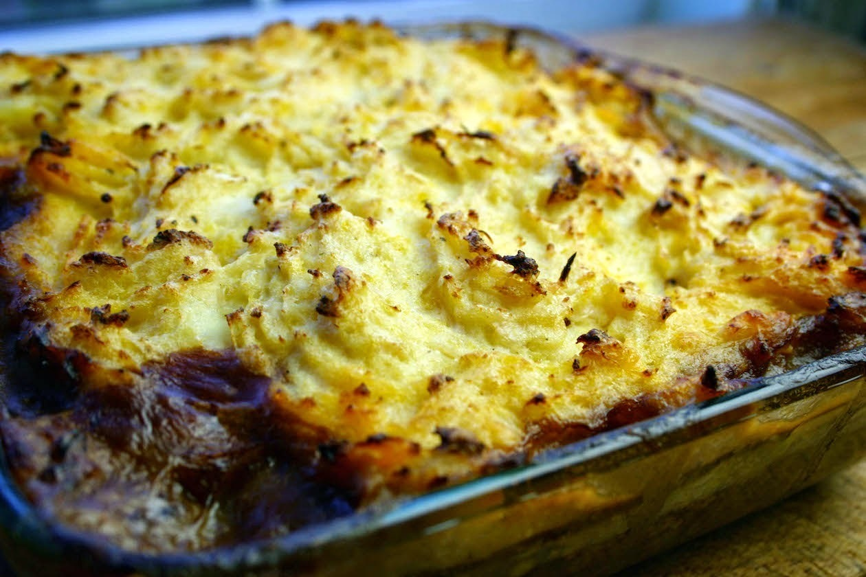veggie mince shepherds pie with cauliflower mash topping