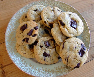 Delicious chocolate chips cookies get married with a trickle of olive oil