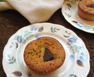 PISTACHIO MOELLEUX (Melt in the Mouth Pistachio Cakes)