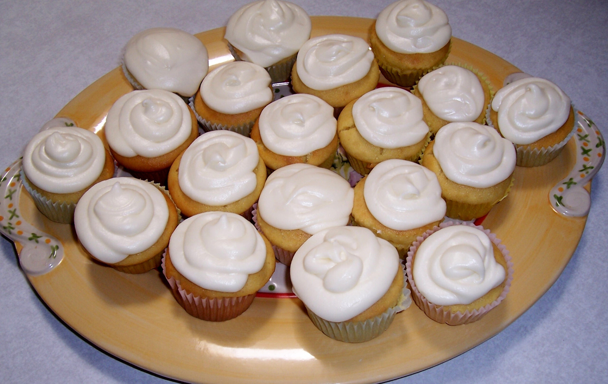 Perfectly Lemon Low Carb Cupcakes