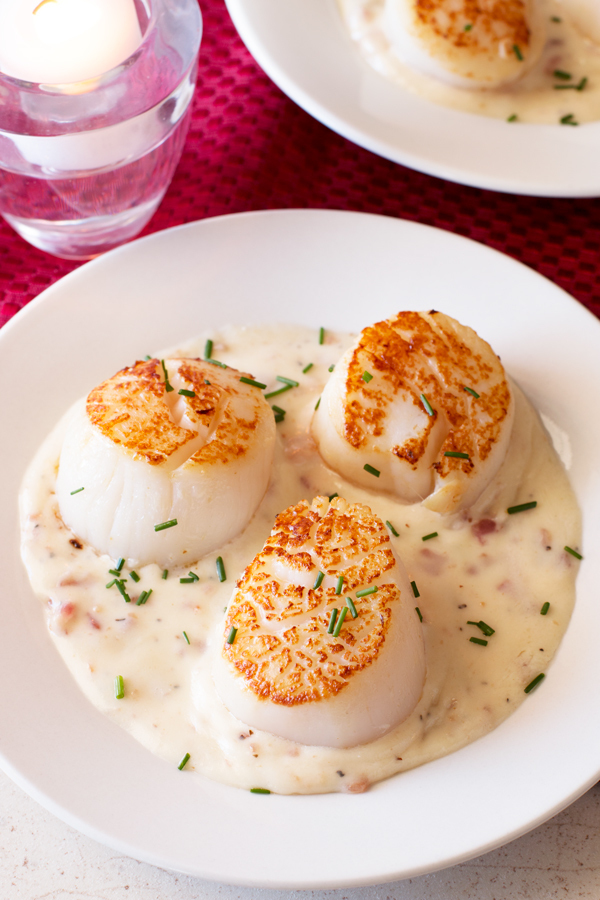 Pan Seared Scallops with Bacon Cream Sauce