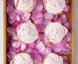 Strawberry pink cupcakes + free printable Valentine's cake toppers and gift tags