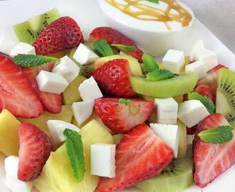 Ensalada de frutas y queso fresco o requesón