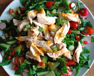 spicy salade met kip en sinaasappeldressing