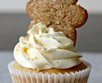 gingerbread cupcakes with honey butter icing and gingerman cookies