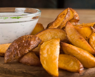 Wedges mit Ranch Dressing